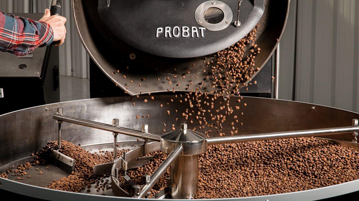 Skani ir kvapi kava yra iš ką tik paskrudintų pupelių